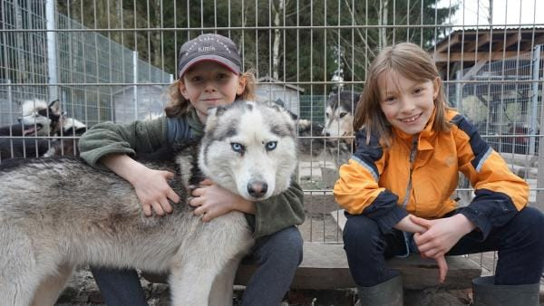 Wird Kimik, der eigentlich auf Hardrock steht, mit dem Akkordeon etwas anfangen können? Und kann Leonie die extrem lauffreudigen Schlittenhunde in den Griff bekommen? | Rechte: MDR/Martin Reißmann