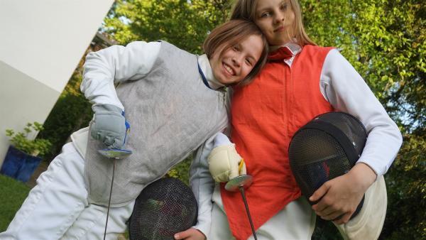 Ella (li) und Lena (re) tauschen für ein paar Wochen ihre Hobbies. | Rechte: MDR/Martin Reißmann