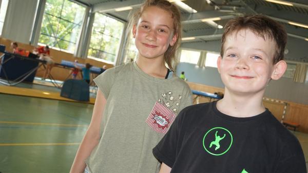 Ayleen und Florentin sind gemeinsam in der Sporthalle – Flo ist nämlich Trampolinspringer.                        | Rechte: MDR/Martin Reißmann