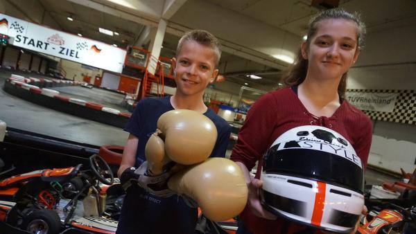 Boxerin Stella tauscht ihr Hobby mit Kartfahrer Lennard.                    | Rechte: MDR/Martin Reißmann