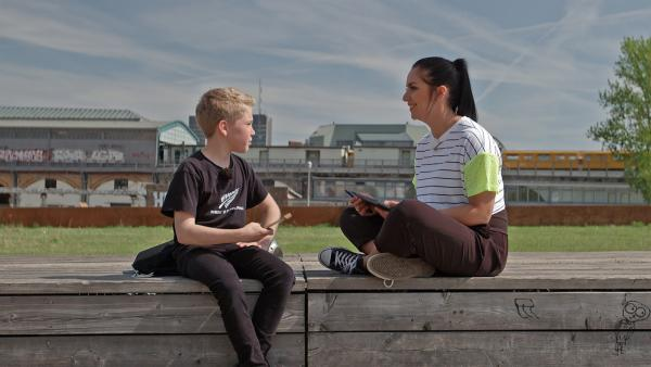 Morten und Jess schreiben zusammen einen Raptext | Rechte: MDR/Cine Impuls