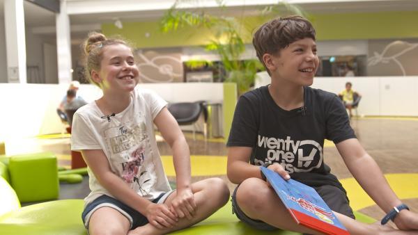 Fioana stellt Juri den Buchkindern vor. | Rechte: MDR/Cine Impuls