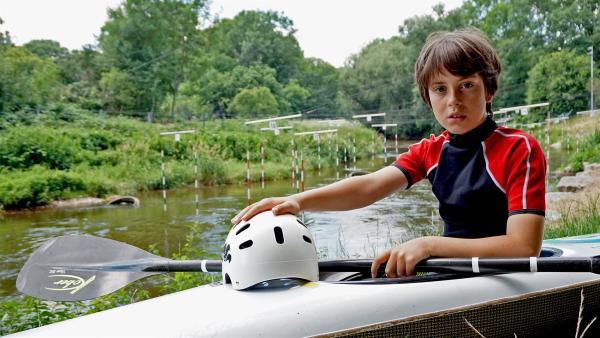 Der zehnjährige Anton trainiert dreimal pro Woche Kanuslalom. | Rechte: MDR/Cine Impuls