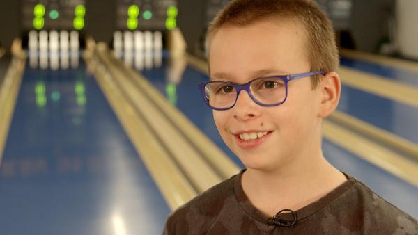 Niclas ist zehn Jahre alt und liebt das Kegeln. | Rechte: MDR/Cine Impuls