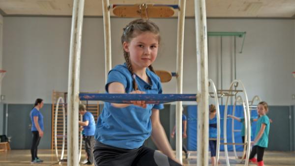 Die zehnjährige Frieda ist begeisterte Rhönradturnerin. | Rechte: MDR/Cine Impuls