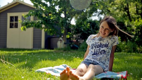 Die elfjährige Lilli liebt das Backen. | Rechte: MDR/Cine Impuls