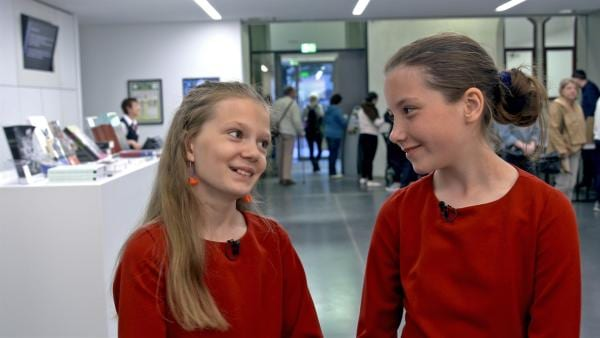 Emily und Franka vor ihrem großen Chorauftritt. | Rechte: MDR/Cine Impuls
