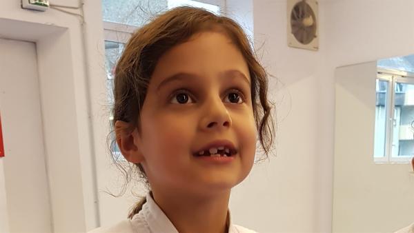 Mia ist 7 Jahre alt und Karatekämpferin. | Rechte: hr