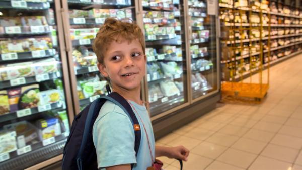 Heute will Piet fast ganz alleine einkaufen gehen. | Rechte: KiKA