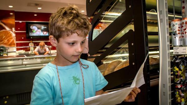 Piet braucht Sachen für seinen Kindergeburtstag und die hat er alle auf einen Einkaufszettel gemalt. | Rechte: KiKA