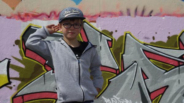 Max liebt Hip-Hop-Musik und möchte ein cooler Breakdancer werden. | Rechte: ZDF/Studio.TV.Film GmbH