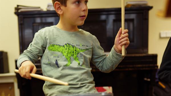 Simon ist 8 Jahre alt und sein Hobby ist das Schlagzeug. | Rechte: ZDF/Studio.TV.Film GmbH