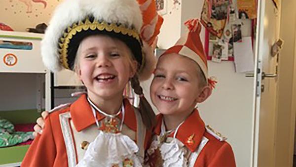 Katharina und Luis leben in Köln und dort gibt es viele Karnevalsvereine. | Rechte: KiKA