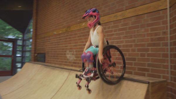 Am liebsten ist Aylin auf der Skatebahn unterwegs. | Rechte: KiKA