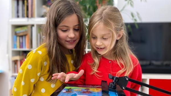 Clara und Ella machen einen Film. | Rechte: rbb