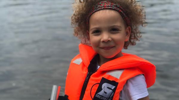 Marta ist 5 Jahre alt und lebt in Berlin. Die Wochenenden verbringt sie gern auf dem Hausboot ihrer Oma. | Rechte: rbb/Iris Stark