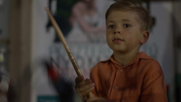 Bonca (7 Jahre) liebt die Musik. Sein größter Wunsch ist es, ein großer Schlagzeuger zu werden. | Rechte: ZDF/MTVA