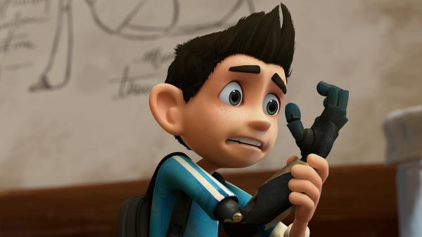 Zak entdeckt seinen neuen bionischen Arm und ist nicht gerade begeistert. | Rechte: KiKA/One Animation PTE LTD.