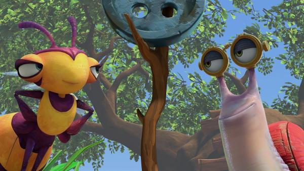 Willow und Syd sehen belustigt zu.   Rechte: KiKA/One Animation PTE LTD.