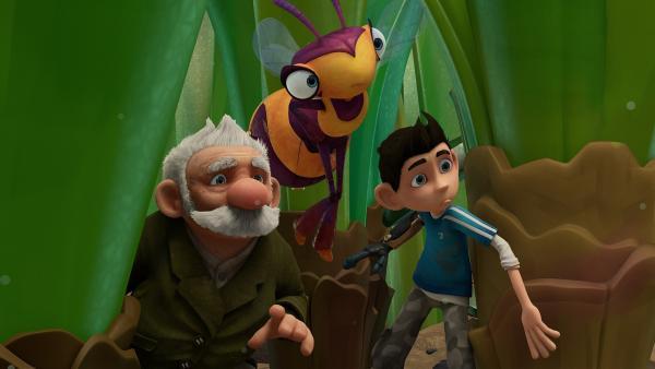 Gramps, Willow und Zak beobachten die Schmeißfliegen.  | Rechte: KiKA/One Animation PTE LTD.