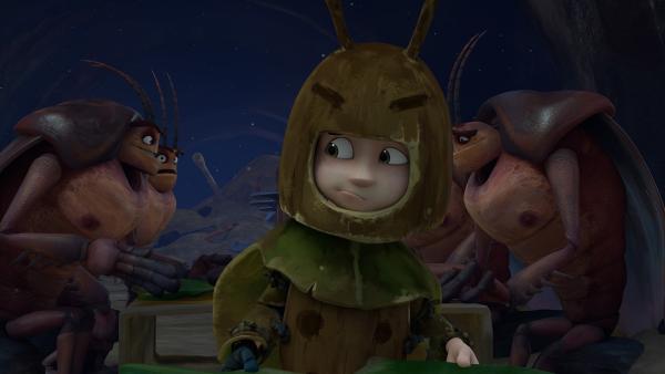 Als Kakerlake verkleidet zieht Zak in den Stützpunkt der Schaben. | Rechte: KiKA/One Animation PTE LTD.