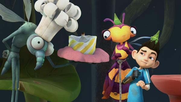 Gnat hat eine Geburtstagstorte für Lidia und Zak gebacken.   Rechte: KiKA/One Animation PTE LTD.