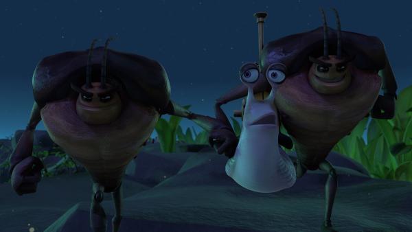 Hye und Lo schnappen sich Norma.   Rechte: KiKA/One Animation PTE LTD.