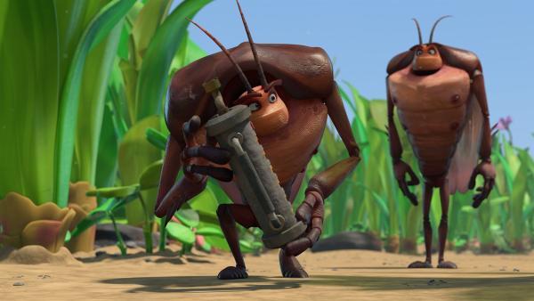 Das Mikronator-Teil gerät in die Hände der Kakerlaken. | Rechte: KiKA/One Animation PTE LTD.