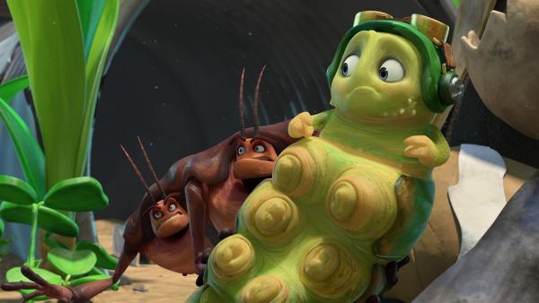 Hye, Lo und Chowser denken, dass sie mit einem Geist sprechen.    Rechte: KiKA/One Animation PTE LTD.
