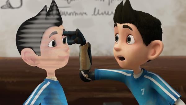 Zaks bionischer Arm hat eine neue Hologramm-Funktion. | Rechte: KiKA/One Animation PTE LTD.