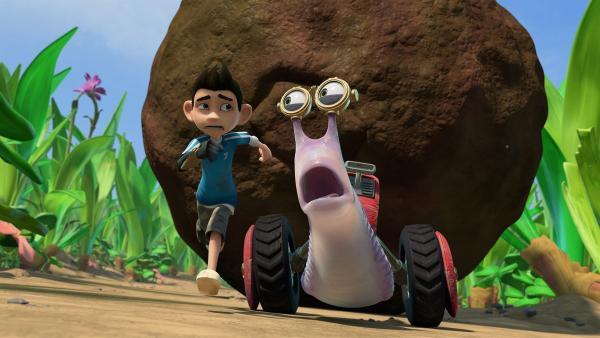 Beim Dungkugel-Weitwurf-Wettbewerb wird es für Zak und Syd brenzlig.  | Rechte: KiKA/One Animation PTE LTD.