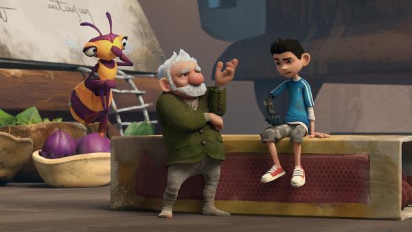 Gramps kann sich nicht erklären, warum Zaks bionischer Arm nicht mehr richtig funktioniert.   Rechte: KiKA/One Animation PTE LTD.