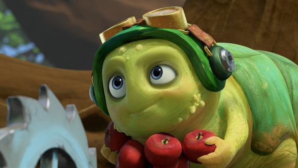 Während Zak versucht, einen Teil des Mikronator zu bergen, hat Chowser nur eins im Kopf: Essen. | Rechte: KiKA/One Animation PTE LTD.