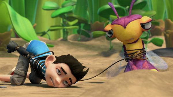 Nachdem Willows Bohrer ferngesteuert wurde, landen sie und Zak festgeschnürt am Boden. | Rechte: KiKA/One Animation PTE LTD.