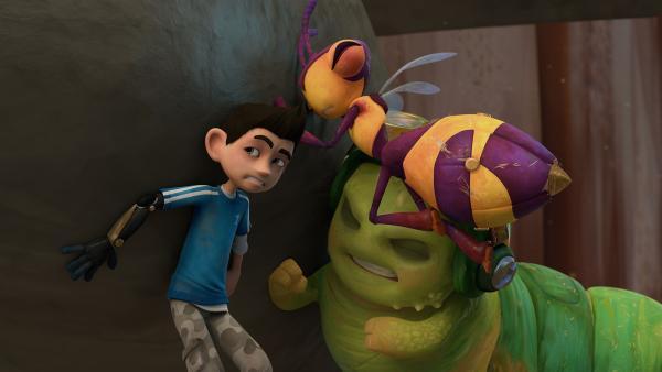 Zak, Willow und Chowser versuchen die Kakerlaken zurückzuhalten. | Rechte: KiKA/One Animation PTE LTD.