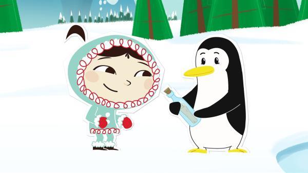 Inui und Lissy freuen sich über eine Flaschenpost, die das Meer angespült hat. Das sieht nach neuen Nachrichten von Lissys Verwandten vom Südpol aus. | Rechte: ZDF/JEP Animation