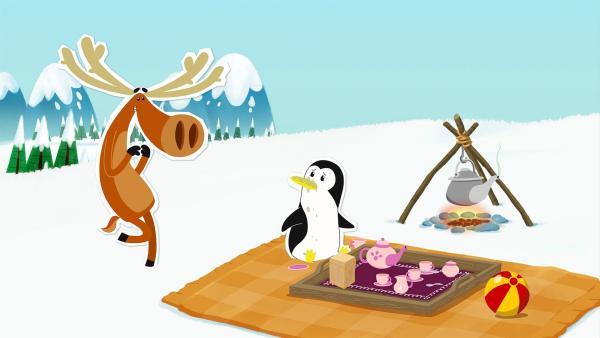 Lissy will Hubert unbedingt zu einer Teestunde überreden. In ihrer eigentlichen Heimat, dem Südpol, ist das für alle ganz wichtig – aber Hubert nimmt diese Gewohnheit hier am Nordpol nicht so ernst.   Rechte: ZDF/JEP Animation