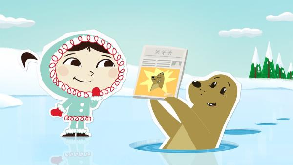 Seehund Sascha zeigt Inui das Titelbild einer Zeitung, auf dem sein Cousin für einen Weltrekord gefeiert wird. Sascha möchte auch eine besondere Bestleistung aufstellen – und zwar die, als erster Seehund mit einem Sprung über zehn Eislöcher gesprungen zu sein. | Rechte: ZDF und JEP-Animation GmbH