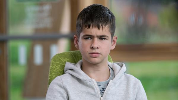 Jamie (Louis Dunn) steht vor einer großen Entscheidung. | Rechte: WDR/Short Form (JJI) Ltd