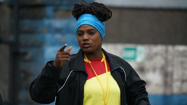 Molly (Thanyia Moore) hat die U14 fest im Griff.   Rechte: WDR/Short Form (JJI) Ltd
