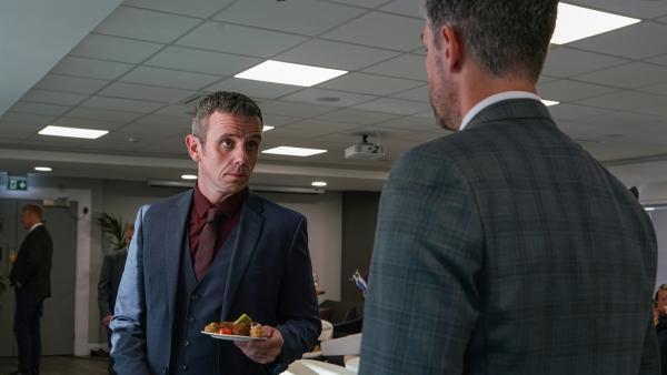 Jamies Vater (William Fox) und Duncan Jones (Glen Wallace) haben große Pläne für Jamie. | Rechte: WDR/Short Form (JJI) Ltd