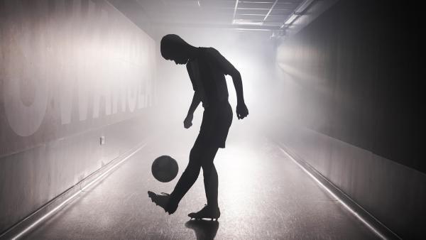 Der junge Fußballer Jamie Johnson (Louis Dunn) träumt von einer Karriere als Profifußballer.   Rechte: WDR/Short Form (JJI) Ltd