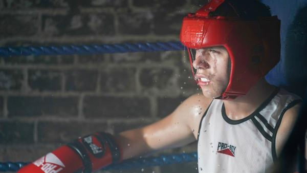 Den härtesten Kampf kämpft Dillon (Patrick Ward) gegen sich selbst.   Rechte: WDR/Short Form (JJI) Ltd