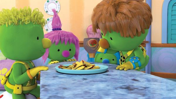 Die Doozer genießen leckere Radieschen-Schnitzel.  | Rechte: KiKA /The Jim Henson Company / DHX Media