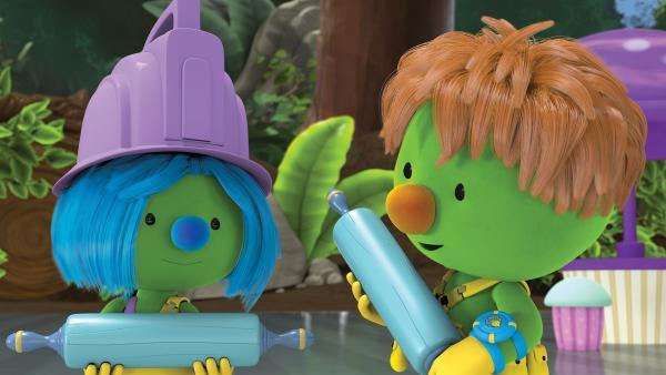 Daisy und Spike wollen mit den Teigrollern aus Bäcker Timber Bolts Bäckerei etwas ausprobieren. | Rechte: KiKA /The Jim Henson Company / DHX Media