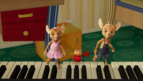 Hin und her, hin und her! Naya, Lu und Jo hüpfen und singen ihre erste Klaviermelodie. | Rechte: ZDF/Scopas Medien AG