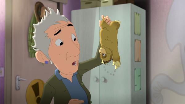 Am liebsten würde Oma Nanna jedes Kuscheltier mit nach Hause nehmen. | Rechte: ZDF/Flying Bark Productions