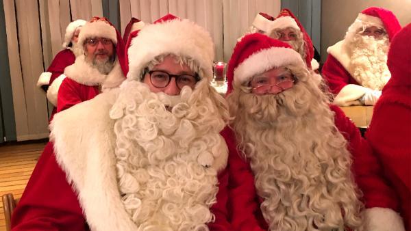 Ben als Weihnachtsmann | Rechte: KiKA / Eva Knäusl