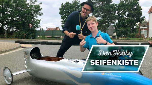 Max zeigt Ben sein Hobby Seifenkiste | Rechte: KiKA / Björn Pollok