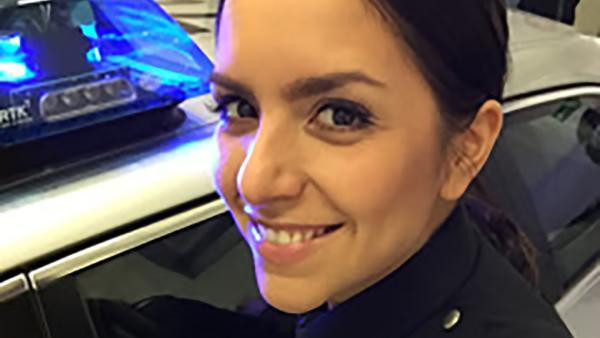 KiKA LIVE-Moderatorin Jess bei der Polizei
